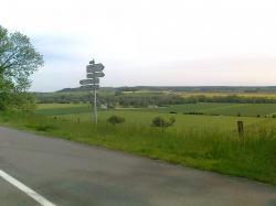 champ tir/Vallée Aisne; Marcq, à gauche;D 946